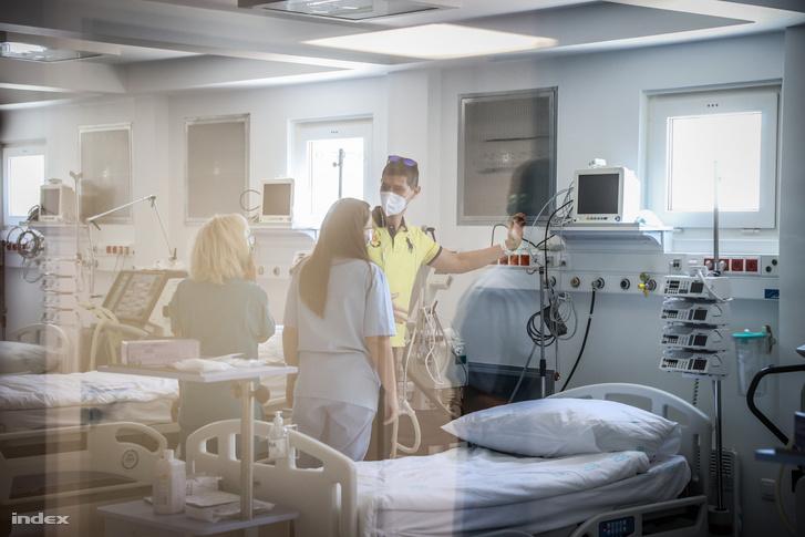 Kiskunhalasi Mobil Járványkórház az átadásán 2020. április 24-én, ahol a koronavírussal fertőzött betegeket fogják ápolni