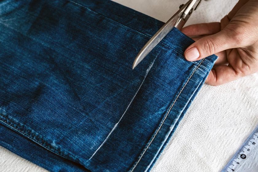 Csak pár vágás, és újra divatos lesz a régi farmer: zseniális ötleteket mutatunk a megunt nadrág átalakítására
