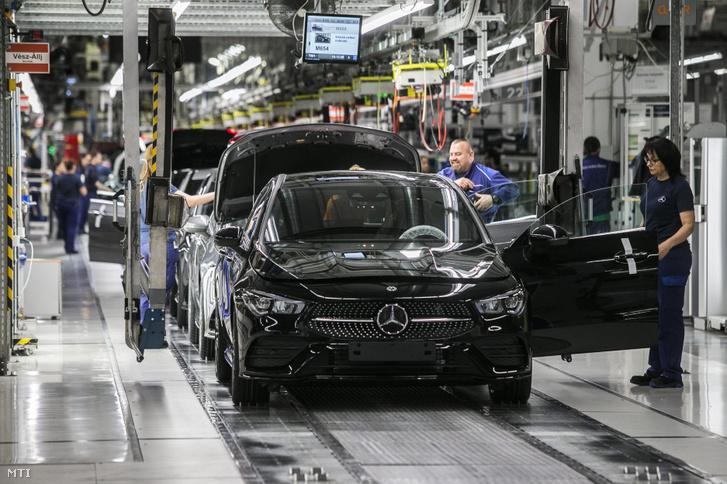A Mercedes-Benz kecskeméti gyára 2020. március 13-án