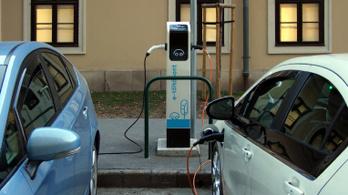 Több mint 300, elektromos autókat töltő állomás lesz fizetős május 1-től