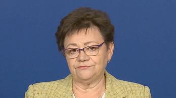 Müller Cecília: A fertőzöttek 13 százaléka egészségügyi dolgozó - az operatív törzs április 27-i tájékoztatója