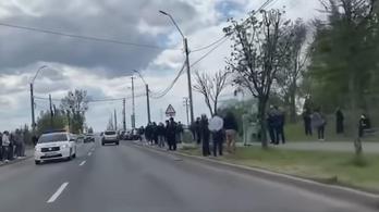 A tilalom ellenére százfős tömeg gyűlt össze egy nagybányai temetésen