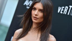 Emily Ratajkowskit megkérdezték, mit gondol Kim Kardashianról: félmeztelen duplaszelfit posztolt