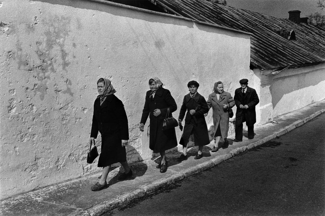 Vasárnapi misére menet Drohiczynban, a lengyel nyolcvanas években.