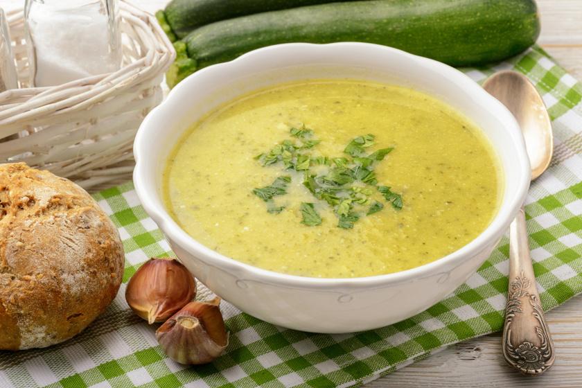 cukkinis krumplikrémleves recept