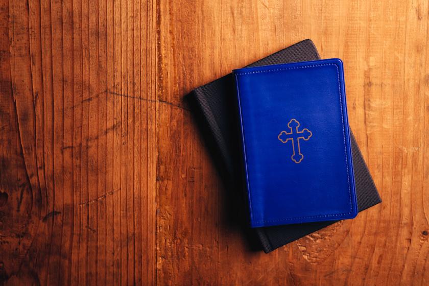 A mai napig képeznek ördögűzőket a Vatikánban - Hogy dolgozik a pap, akinek ez a munkája?