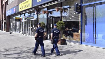 Magyar Nemzet: Májusban újra kinyithatnak a boltok, éttermek, szállodák