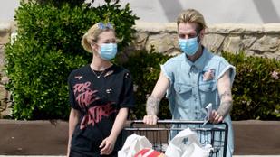 Aaron Carter szakított barátnőjével, akivel gyereket vár