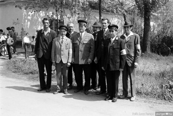 Csoportkép az 1976-os május elsejei ünnepségen Szegváron