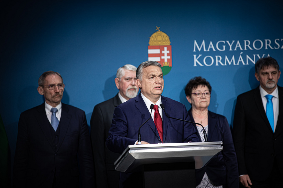 Orbán Viktor és a Koronavírus-fertőzés Elleni Védekezésért Felelős Operatív törzs tagjai sajtótájékoztatót tartanak a járványhelyzetről 2020. március 5-én. (A miniszterelnök mögött Pintér Sándor, Kásler Miklós, Müller Cecília)
