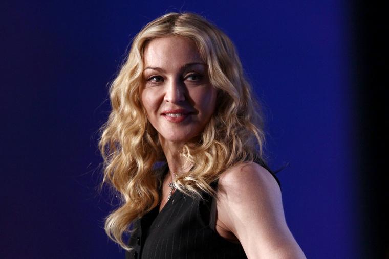 MadonnaA 61 éves énekesnő már hosszú ideje igyekszik mindent elkövetni azért, hogy valahogyan kijátssza az öregedést
