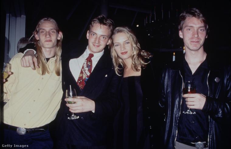 Uma Thurman ezen az 1990-es képen három tesójával látható, ők a Ganden, Dechen és Mipam keresztneveket viselik