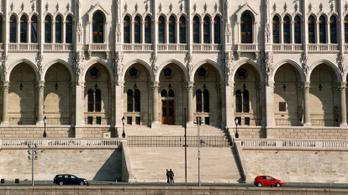 Három évre súlyosították a sikkasztó, parlamenti raktáros börtönbüntetését