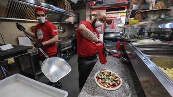 Újra kinyitották a nápolyi pizzériákat