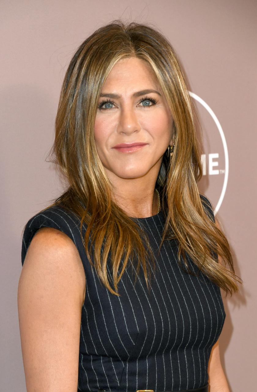 Jennifer Aniston évekig pincérkedésből tartotta el magát, de telemarketingesként is dolgozott.