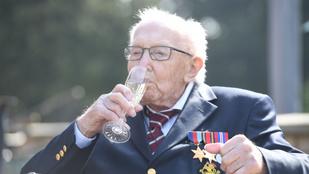 A slágerlistát vezetve ünnepli ma 100. születésnapját Tom Moore kapitány