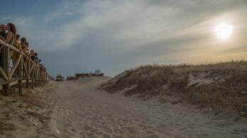 Kihipóztak egy spanyol tengerpartot, elnézést kértek miatta