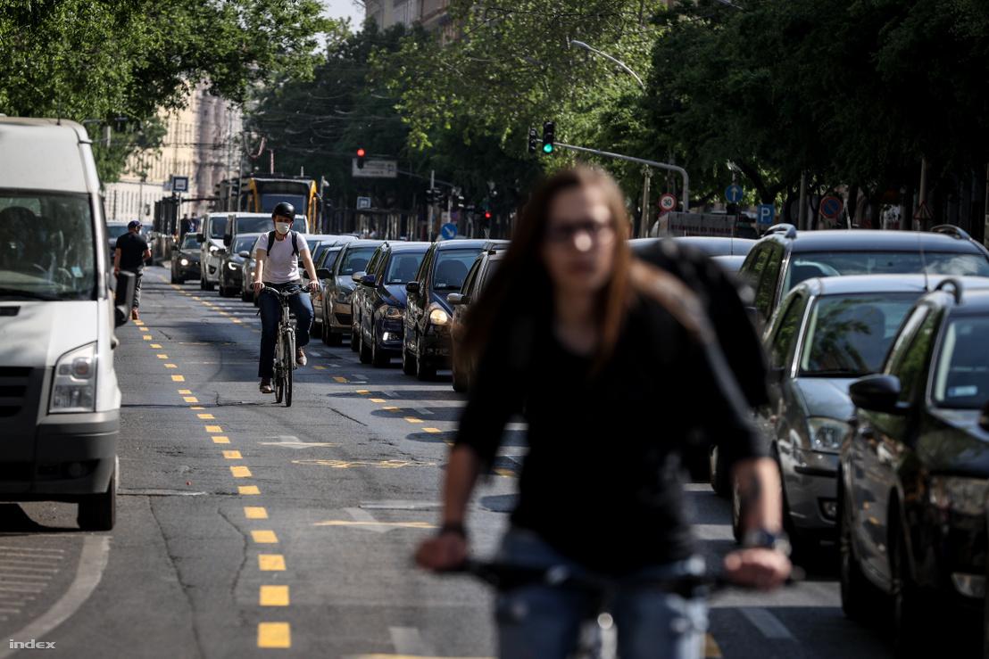 Ideiglenes biciklisáv felfestés a Nagykörúton 2020. április 28-án