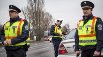 Egy törvénytervezet szerint nem lesz kötelező, hogy nálunk legyen a forgalmi és a jogosítvány