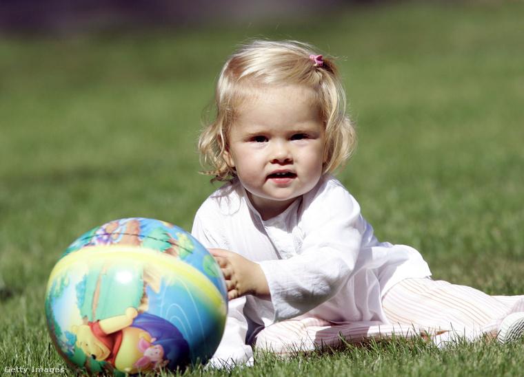 Íme egy pillanatkép a gondtalan gyermekkorból, ami nem tartott olyan sokáig, a hercegnőnek ugyanis nagyon szoros napirendje van, de erről majd később