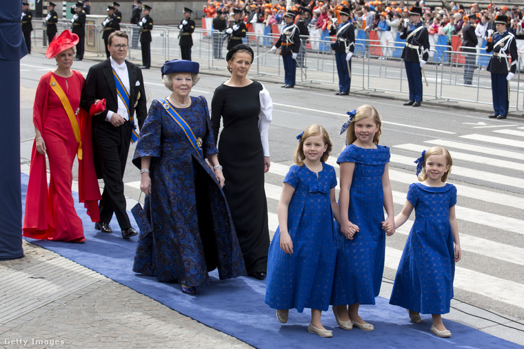Beatrix királyné lemondásakor 75 éves volt, csak az összehasonlítás kedvéért: II