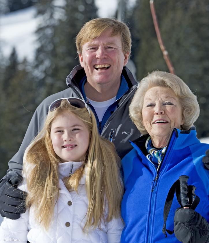 A királyi család rendszeresen jár egy osztrák településre telente síelni, ott készült ez a fotó is, ahol a família három generációját láthatja: a múltkori, a jelenlegi, és a jövőbeli uralkodót