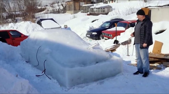 Óriási jégkockát csináltak egy BMW-ből