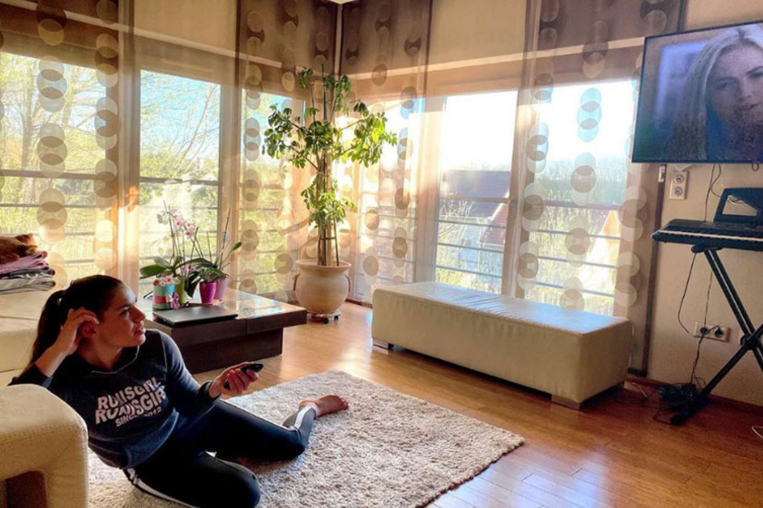 Dér Heni lakása a béke szigete. Napfényes, kényelmes, és mégis trendi.