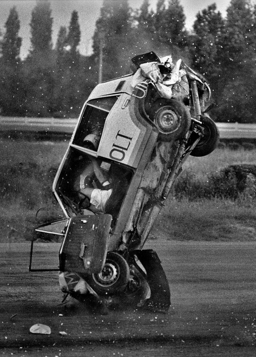 1983.06.02                         Autós távolugrási világcsúcskisérlet a bp. ügetőn.                         Maruzsi László 9 autót ugrott át azután szerencsétllenül landolt.                         Maradandó sérülés nélkül megúszta.