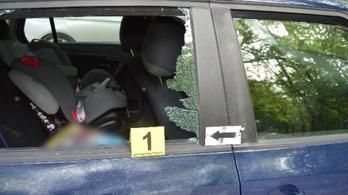 A rendőrök szeme láttára törtek fel egy autót a II. kerületi macis játszótér parkolójában