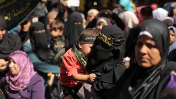 Három gyerekével együtt állt be dzsihadistának a német nő