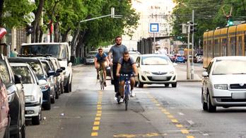 Széles, sárga és biztonságos: ilyen lett a nagykörúti bringasáv