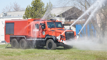 Magyar gyártású Komondorokat kaptak a tűzoltók