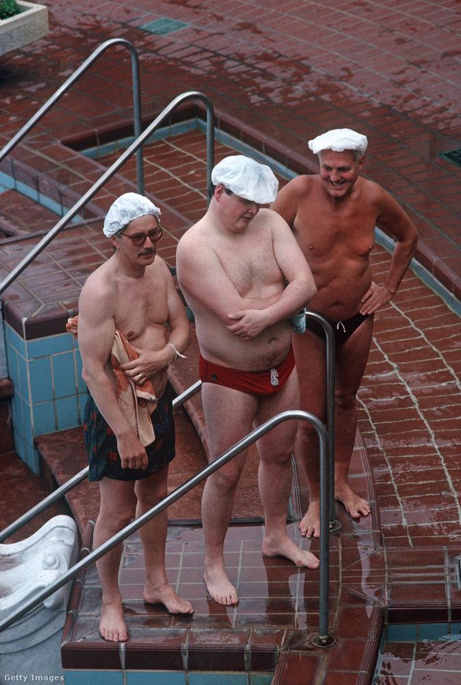 Na de térjünk vissza a szabadidőhöz, és a fotósok egyik kedvenc budapesti témájához, a fürdőkhöz