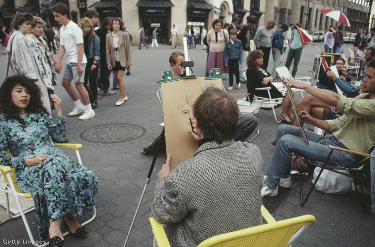 Ment a nagy portrérajzolás a Vörösmarty téren.