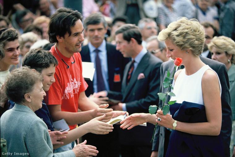 Itt még a nagyközönségnek nem sok fogalma lehetett Károly és Diana házasságának válságáról, a problémákat csak 1992 körül kezdte széles körben szellőztetni a sajtó.