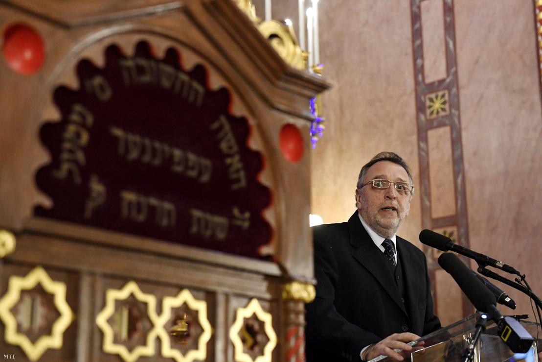 Heisler András a Mazsihisz elnöke beszédet mond a budapesti gettó felszabadulásának 73. évfordulója alkalmából tartott megemlékezésen a Dohány utcai zsinagógában 2018. január 18-án.
