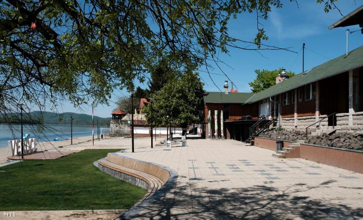 Verőce Pest megyében található, így ez a strand még egy darabig nem nyithat meg. A kép 2020. április 24-én készült az üres strandról.