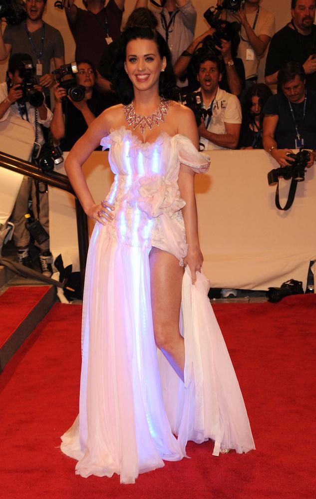 Katy Perry tavaly nagyot tarolt a csillárból hamburgerré avanzsálásával, de 2010-ben nem sikerült ilyen jól a belépője