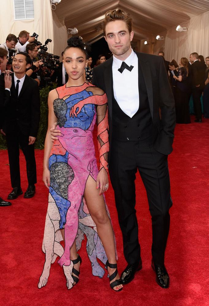 Robert Pattinson egykori barátnőjével vagy direkt bánt el a stylistja, vagy eredetileg is a polgárpukkasztás volt a célja.