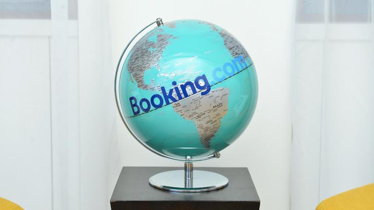 Hogy kaphatott 2,5 milliárdos büntetést a Booking.com?