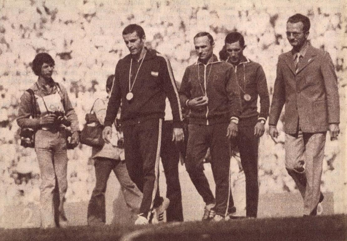 """A Képes Sport eredeti képaláírása szerint: """"München három legjobb öttusázója. Az élen természetesen — már aranyéremmel a nyakában — Balczó András, mögötte a második helyezett Borisz Onyiscsenko, utána honfitársa, a bronzérmes Pavel Lednyev"""""""