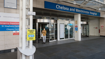 A kórházban ápolt brit koronavírus-fertőzöttek egyharmada nem éli túl a betegséget