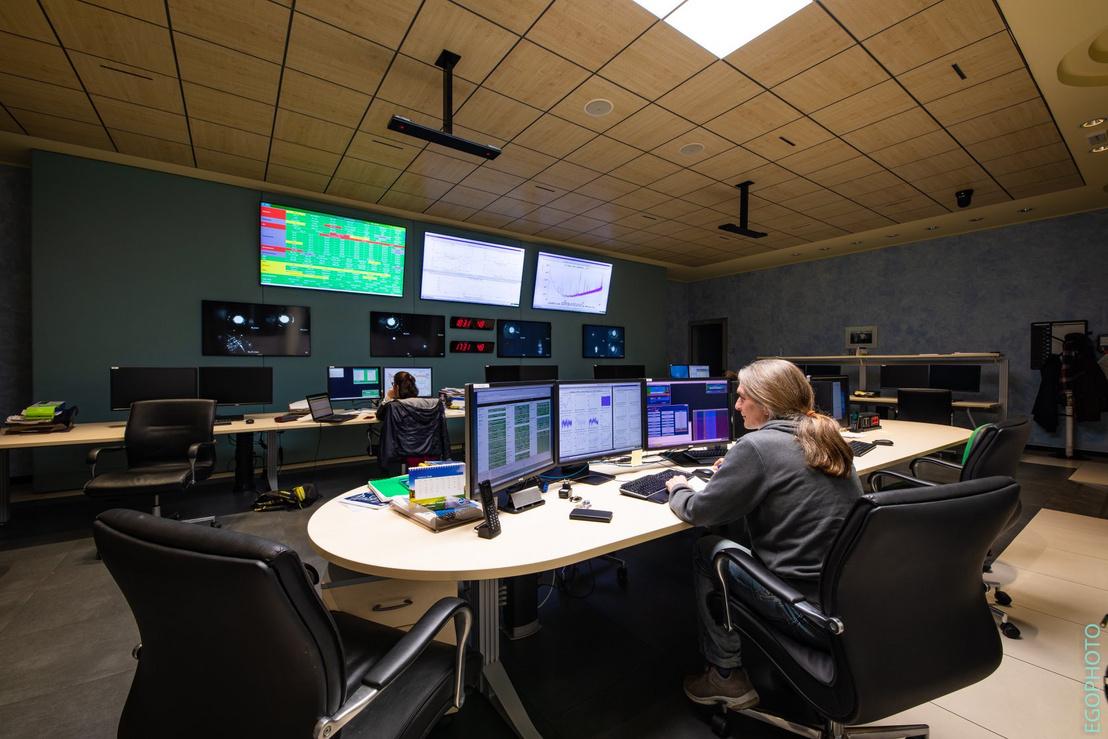 Az olaszországi Advanced Virgo irányítóterme március 26-án, a megszokott 8-10 fő helyett csupán két munkatárssal
