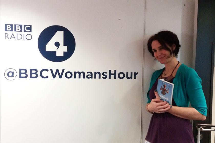 A BBC épületében, az angolul megjelent Gyerekes gondolatok könyvbemutatóján