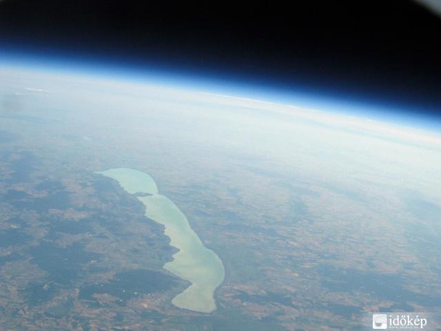Nyugat-Magyarország 30 km magasról.