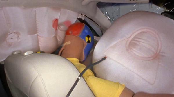 A bábu lefejelte az amúgy is durván közel kerülő A oszlopot a Mercuryban, a két légzsák között