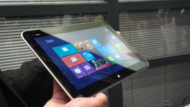 Nem tévedés, 2012-ben így néz ki egy laptop, legalábbis a billentyűzetétől megszabadítva.