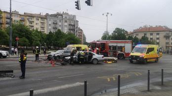 Két gépkocsi ütközött a Bartók Béla úton