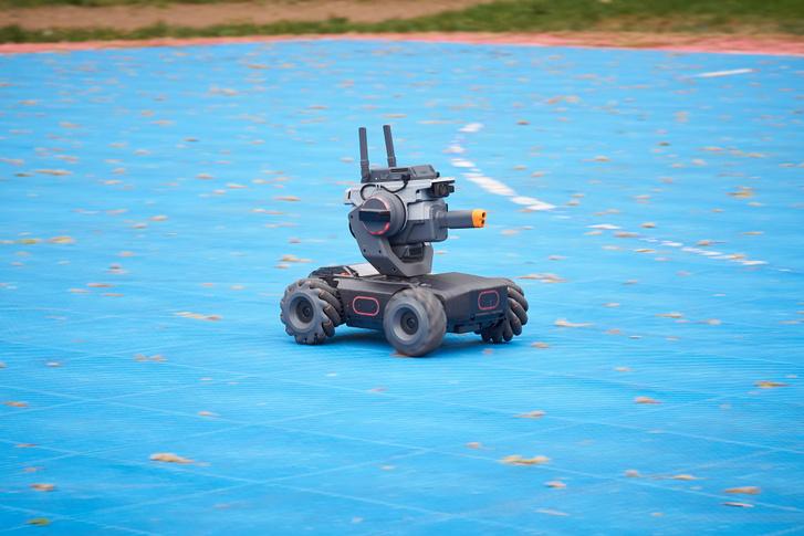 A Robomaster S1 mind a négy kerekében van agymotor, a felépítése pedig kicsit olyan, mint egy markolóké – talán ilyesmi lesz majd abból az elektromos